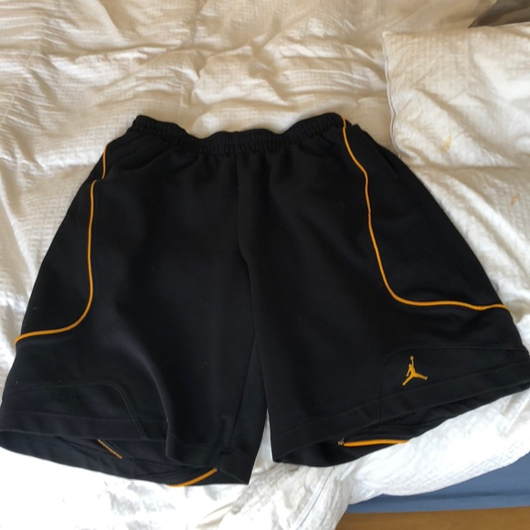 e1d4b9b8a4a2f3 Jordan Other - Air Jordan basketball shorts